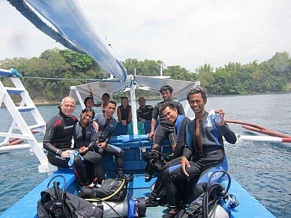 A boat of divers off Puerto Galera